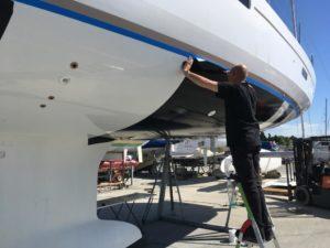 Nautique services La Rochelle - Vente de bateau à La Rochelle - Pose du film antifouling Macglide